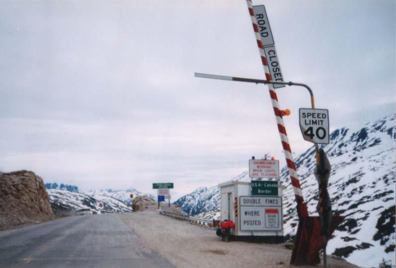 カナダ→アラスカ/峠の国境