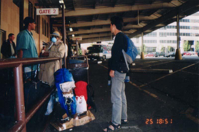 アメリカ/長距離バス、グレイハウンドのターミナル