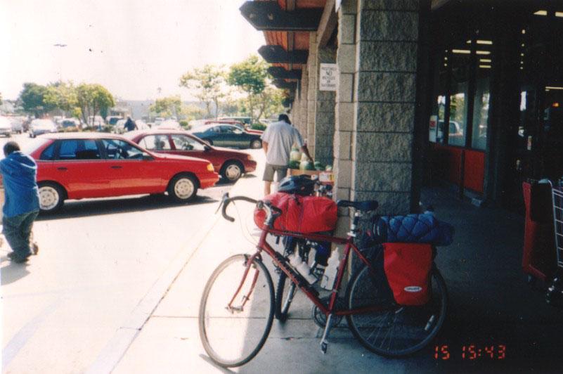 アメリカ/郊外型スーパーで休憩