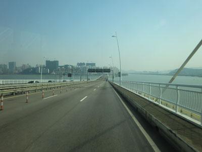 マカオ半島へ渡る橋