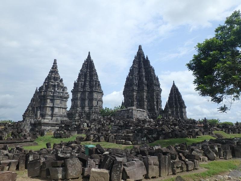 寺院が並び立つプランバナン遺跡