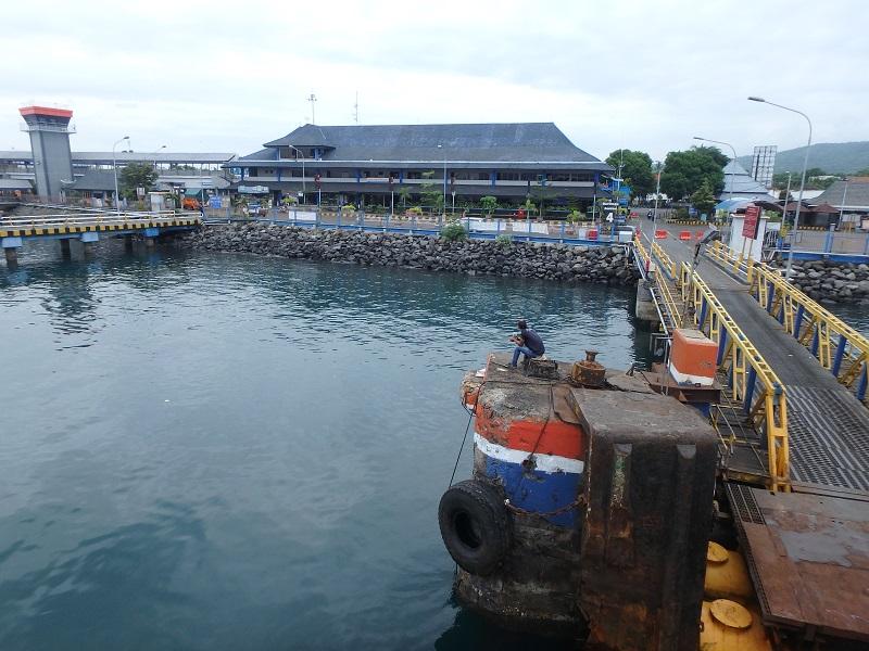 ジャワ島、クタパン港